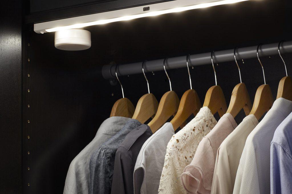 Come illuminare con lampadine LED una cabina armadio