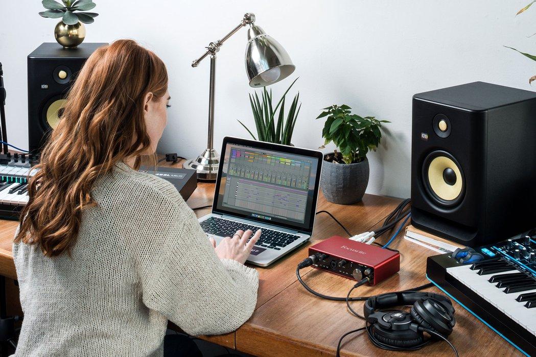 Come collegare subwoofer, monitor studio ed interfaccia audio