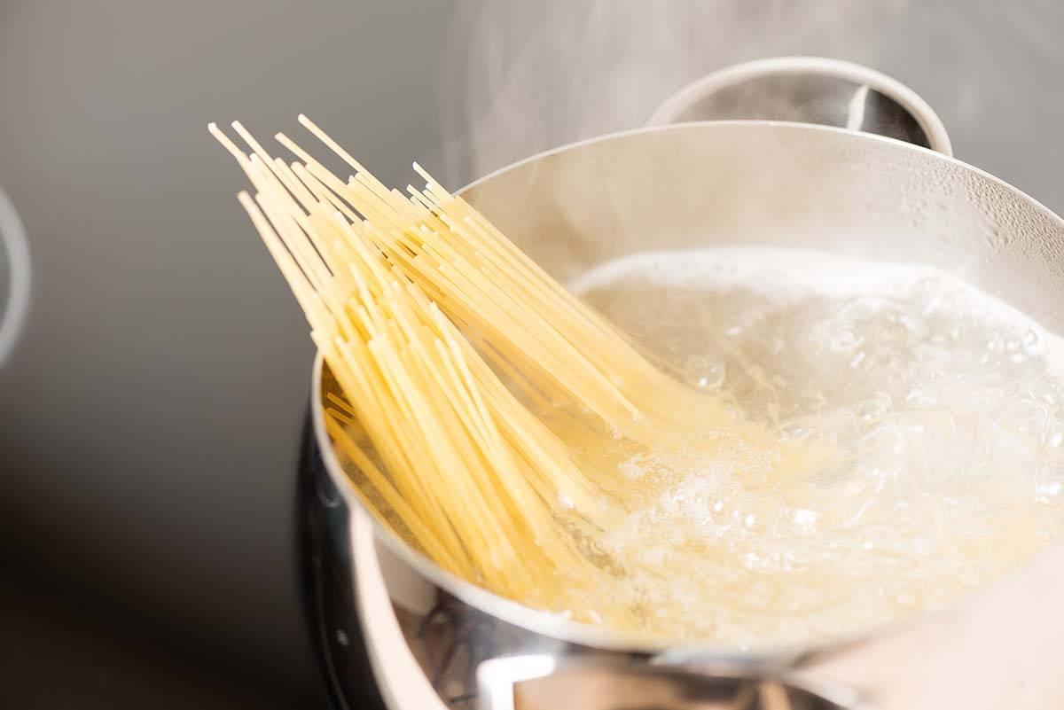 acqua calda del rubinetto per cucinare la pasta